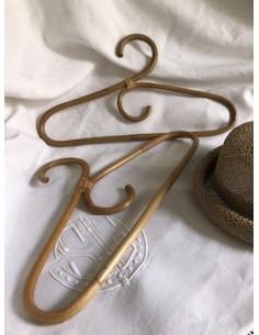 Paire de cintres rotin - dressing vintage
