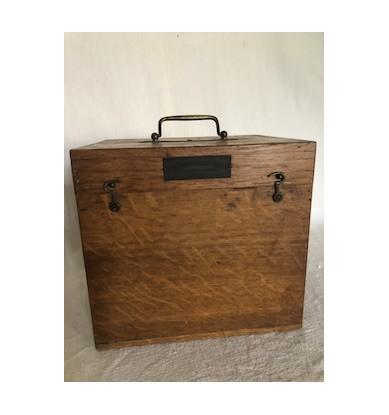 Coffre en bois, boite de transport métier
